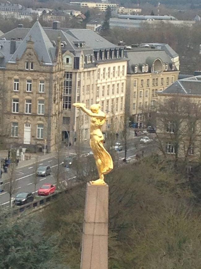 Place de la constitution Lussemburgo. Vista della ruota panoramica