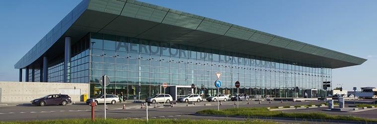 Prendre l'avion au Luxembourg, aéroport du Findel